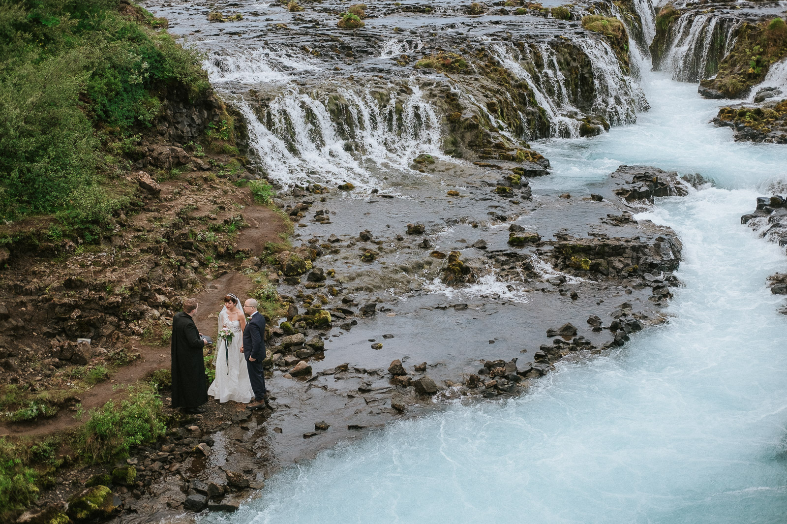 21-iceland-elopement-ceremony-waterfall