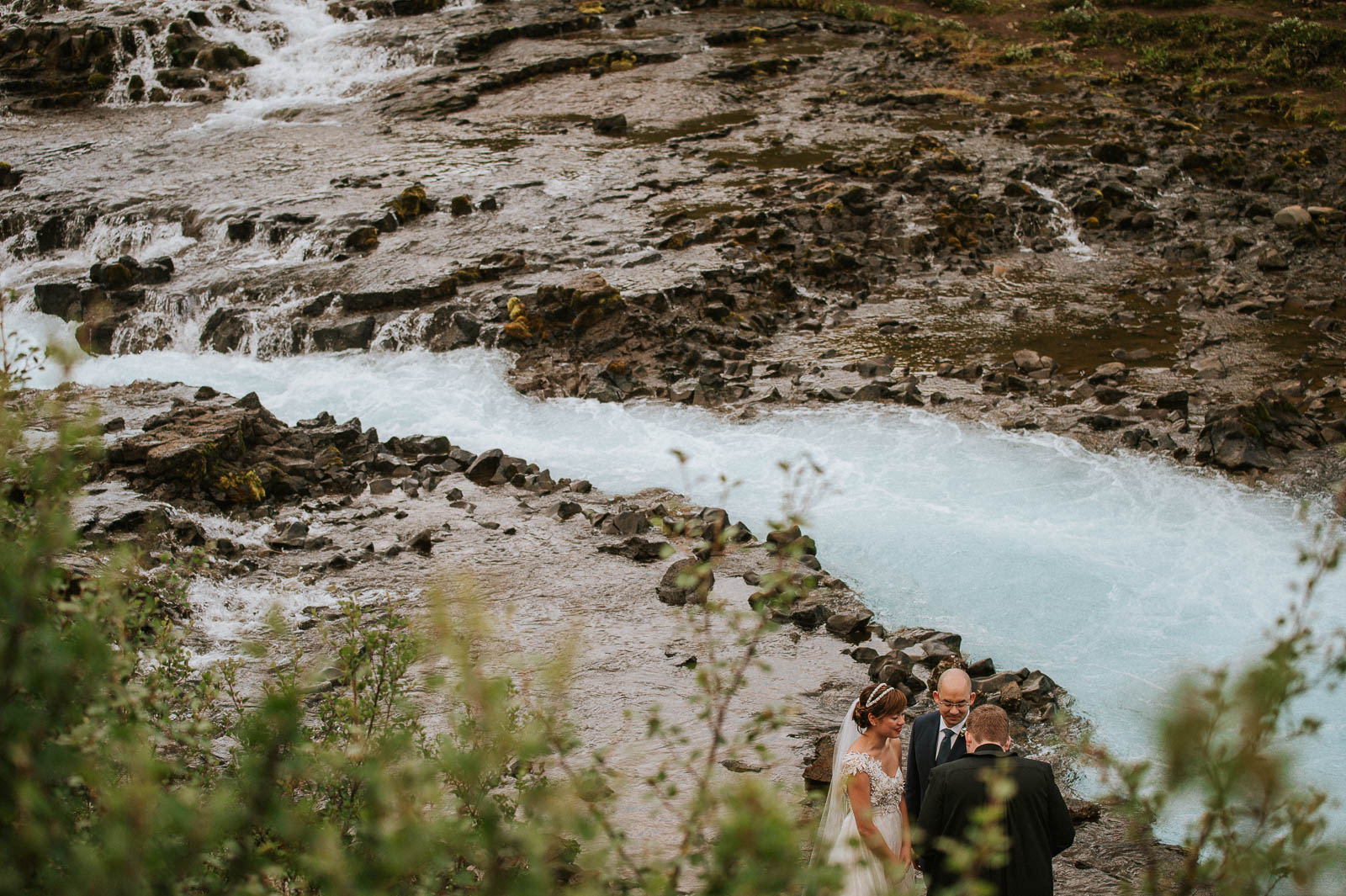 23-iceland-elopement-ceremony-waterfall