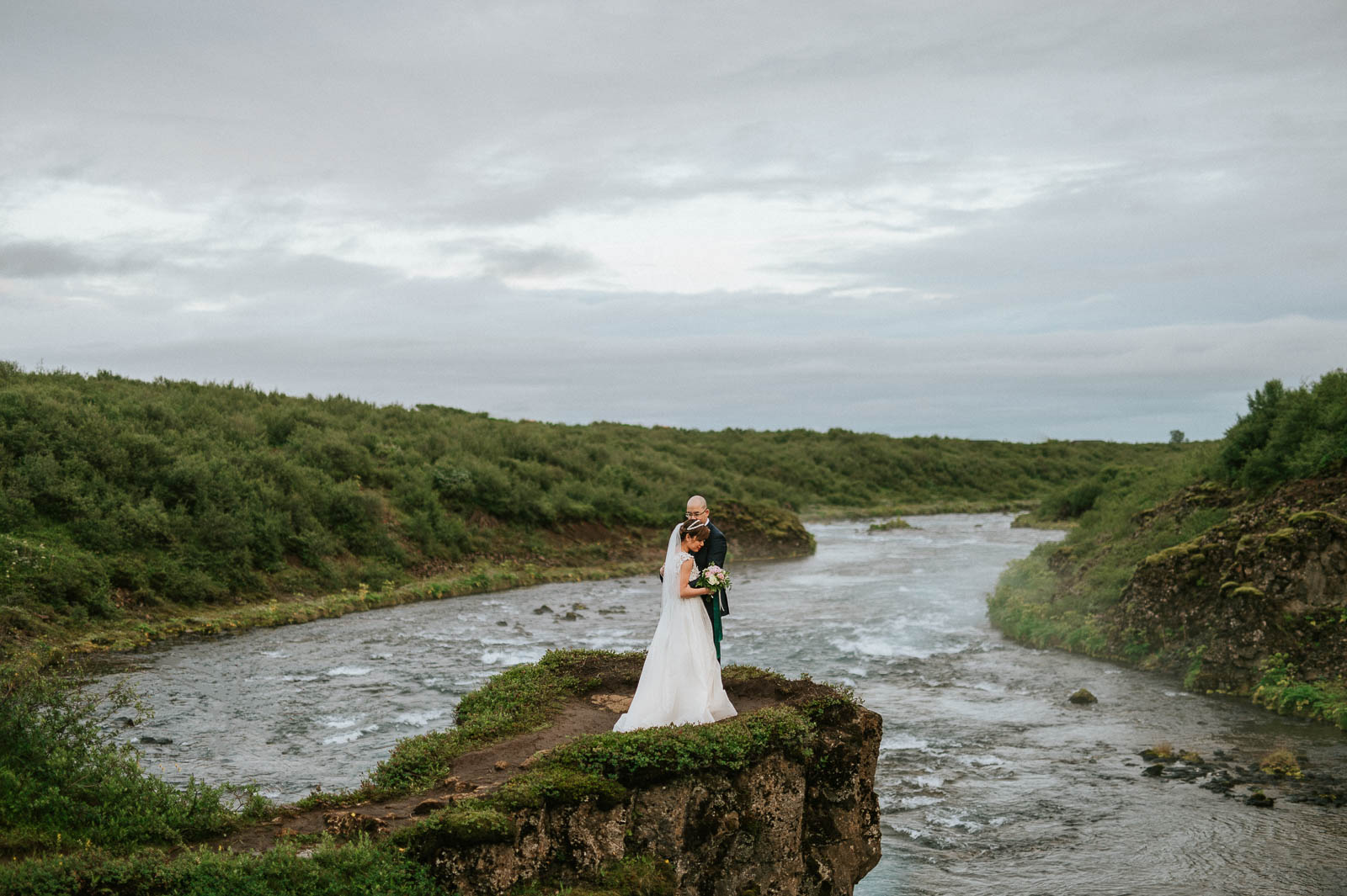 40-iceland-elopement-river