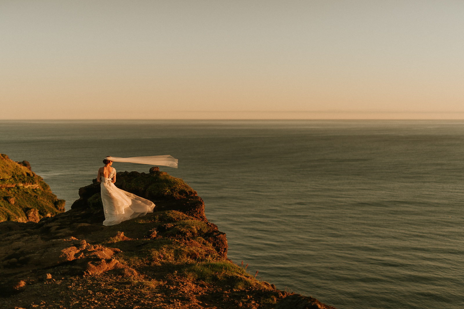 85-iceland-elopement-gliff-bride-seaside-vik