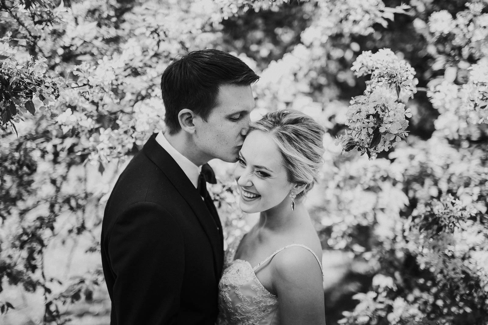 Pruutpaar Hirvepargis Tallinnas pulmafotograaf Mait Jüriado