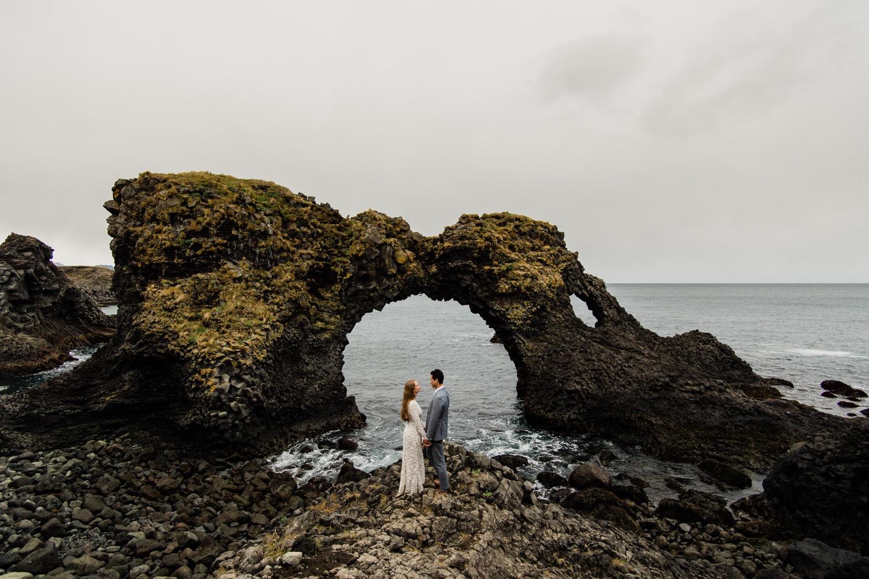 L_E-slide-195_iceland_engagement_photographer_getting_engaged_black_sand_beach_vik_ice_lagoon_jokulsarlon_glaciers_weddings_wedding_adventure